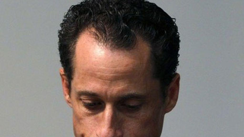 Anthony Weiner, durante el anuncio de su dimisión