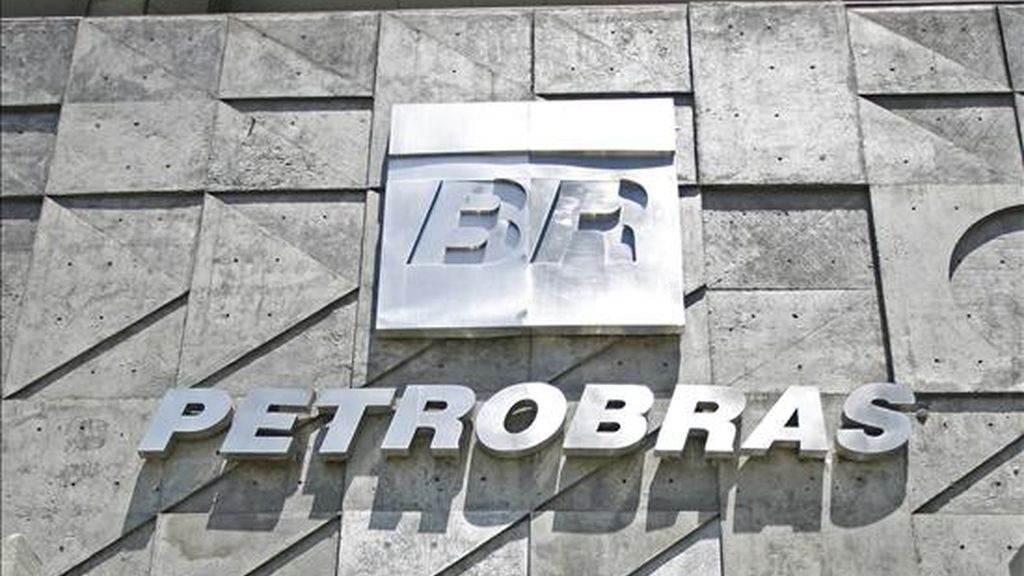 Según la versión del diario, que no cita fuentes, Petrobras estaría dispuesta a desembolsar 3.500 millones de euros (unos 4.700 millones de dólares) por esta operación. EFE/Archivo