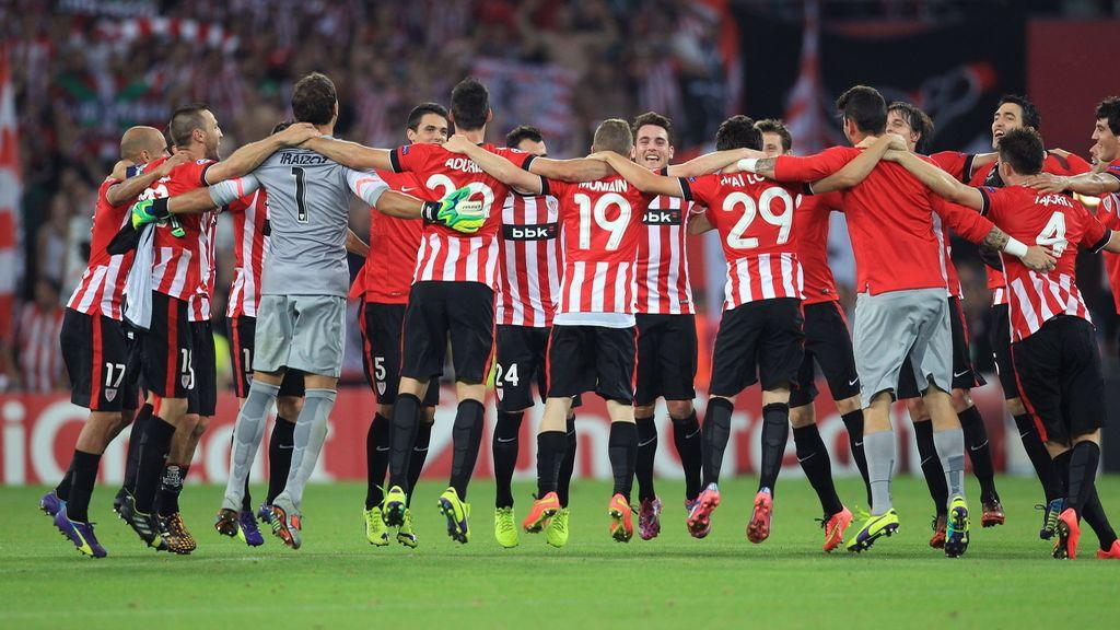 Los jugadores del Athletic de Bilbao celebran la clasificación del equipo para la Liga de Campeones