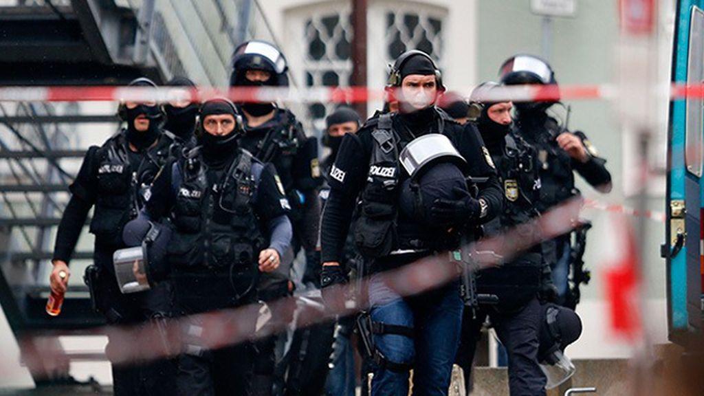 Un hombre siembra el pánico en una cafetería alemana tras iniciar un tiroteo