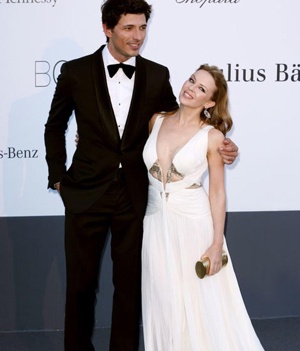 Andrés Velencoso llegó acompañado por su chica, Kylie Minogue