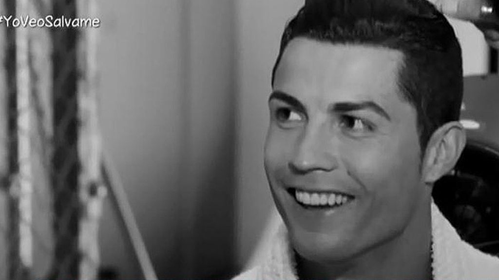 El futbolista demuestra en una sesión de fotos lo bien que lleva los 30