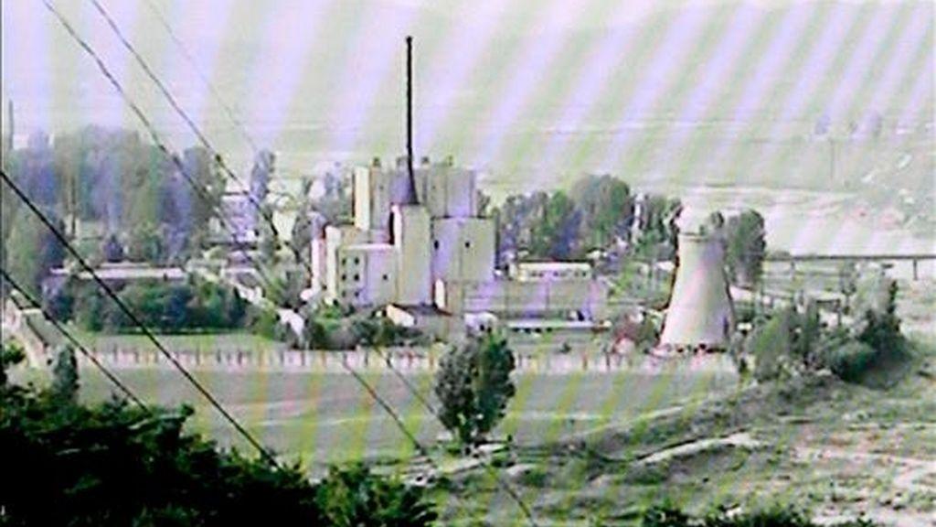 Imagen sacada de una grabación de televisión de la cadena surcoreana MBC tomada el 27 de junio del 2008 que muestra las instalaciones de una central nuclear en Yongbyun, Corea del Norte. EFE