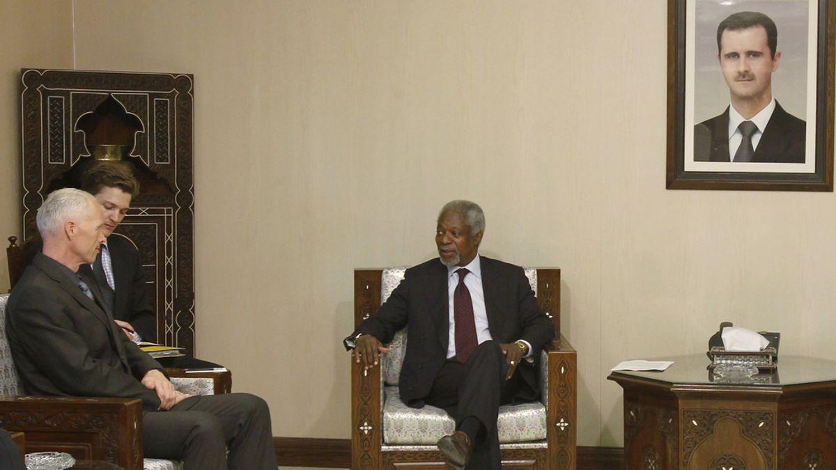 Kofi Annan, el enviado de Naciones Unidas y la Liga Árabe, ha viajado hasta la capital siria de Damasco en donde se ha entrevistado con el general noruego, Robert Mood, jefe de la misión de Naciones Unida en este país y ha quien ha mostrado su horror por la matanza de Hula.