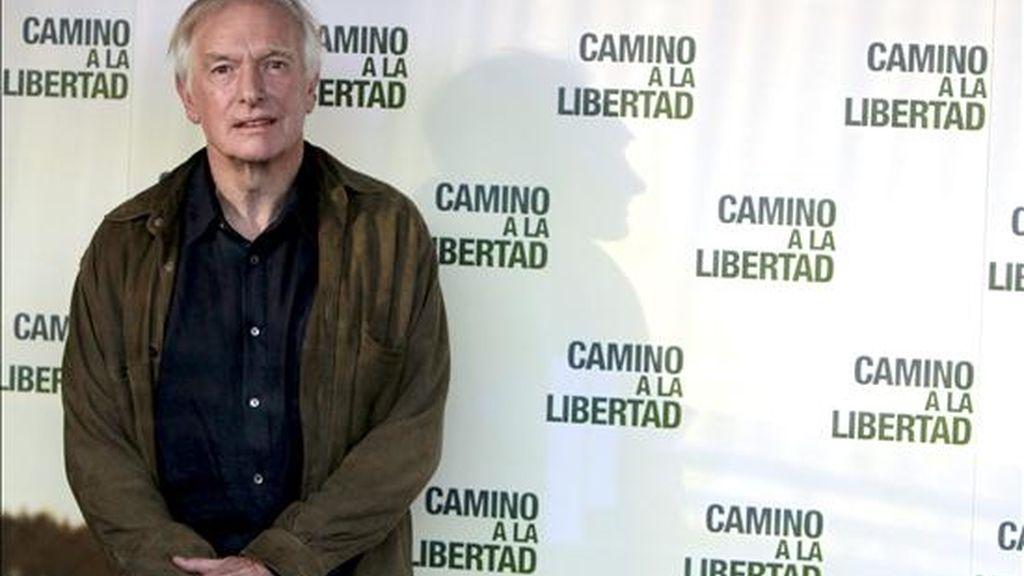 """El director Peter Weir se define en una entrevista con Efe en Madrid como un exigente artesano del cine y por eso ha tardado siete años en """"manufacturar"""" su nueva película, """"Camino a la libertad"""", una obra épica sobre la esperanza, la supervivencia y la fe en la humanidad. EFE"""