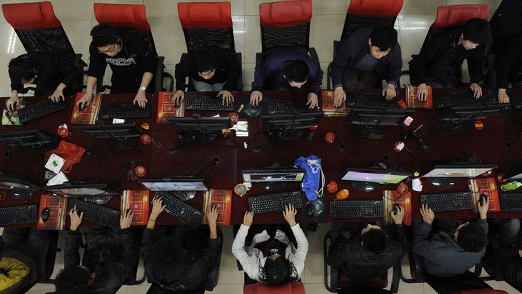 Usuarios de un cibercafé en China