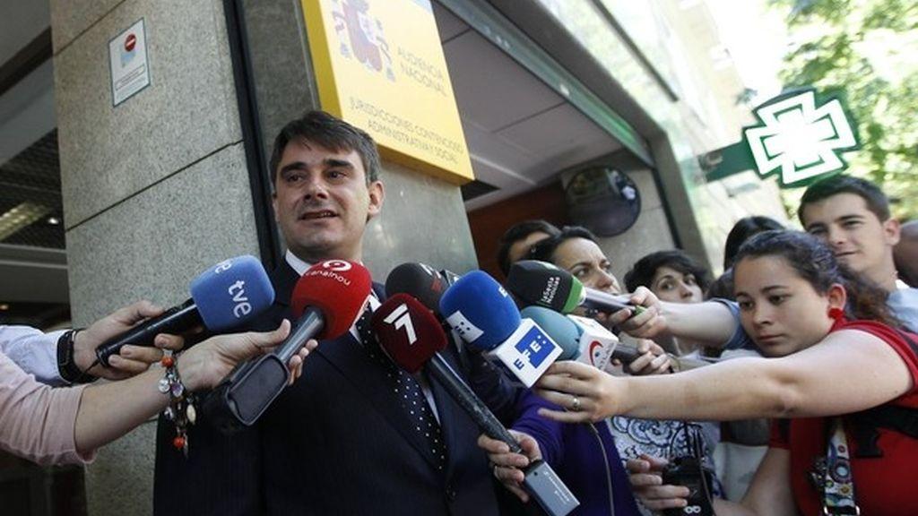 Los 'indignados' y un grupo de accionistas de Bankia se querella contra Rodrigo Rato