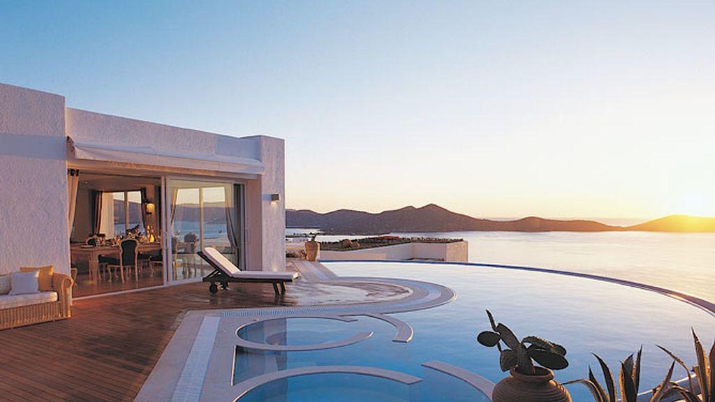 Pasa unos días en las Villas Elounda, en Grecia
