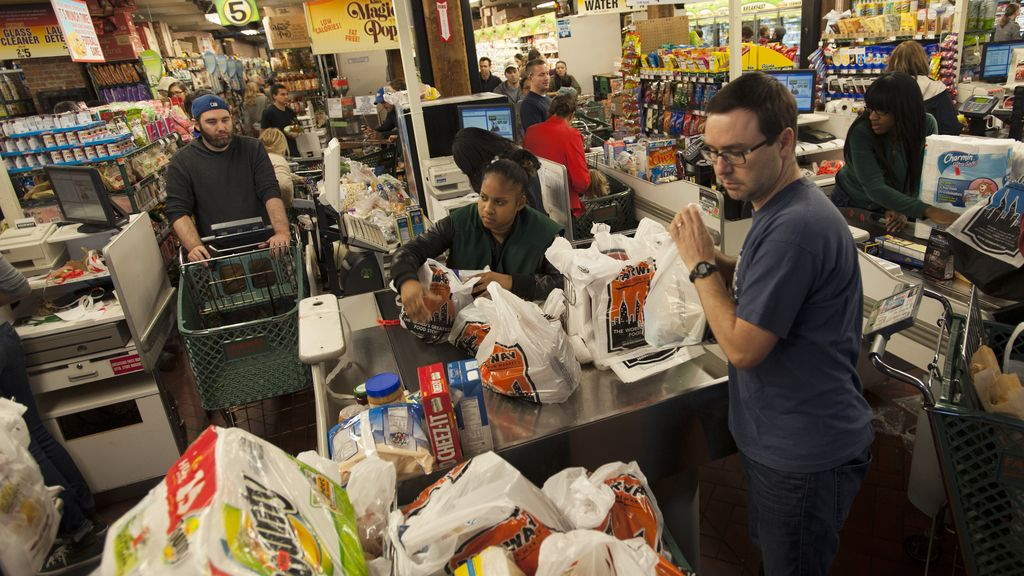 Los supermercados se colapsan a la espera del huracán