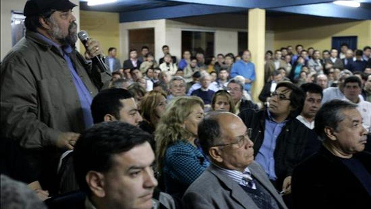 Imagen de este martes de la reunión realizada en la sede del partido Liberal Radical Auténtico (PLRA) en Asunción (Paraguay), en la que sus miembros decidieron desentenderse de la coalición de Gobierno. EFE
