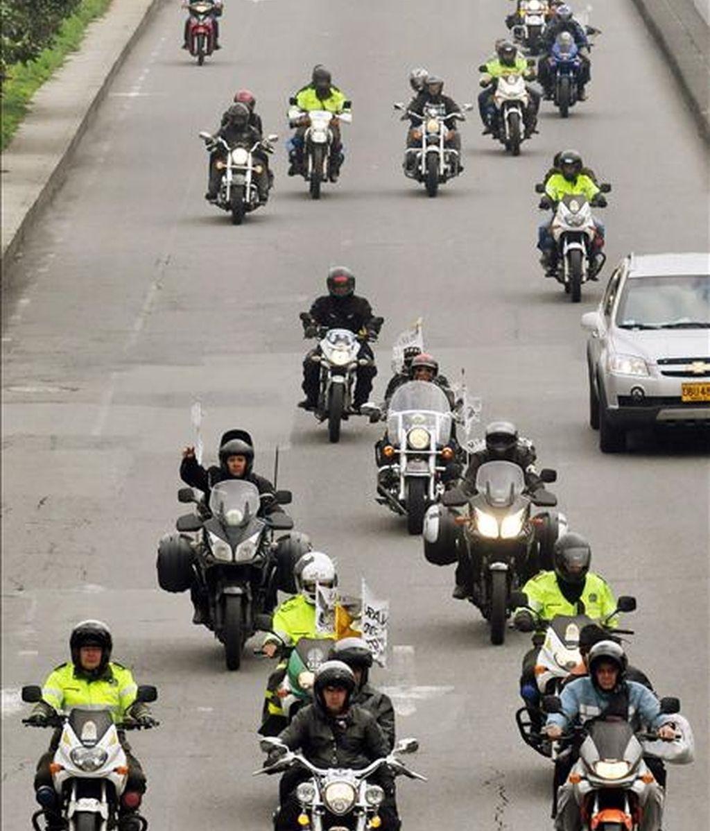 La travesía, durante la cual creció el número de motos en caravana, los llevó por una veintena de ciudades de 17 de los 32 departamentos del país. EFE/Archivo