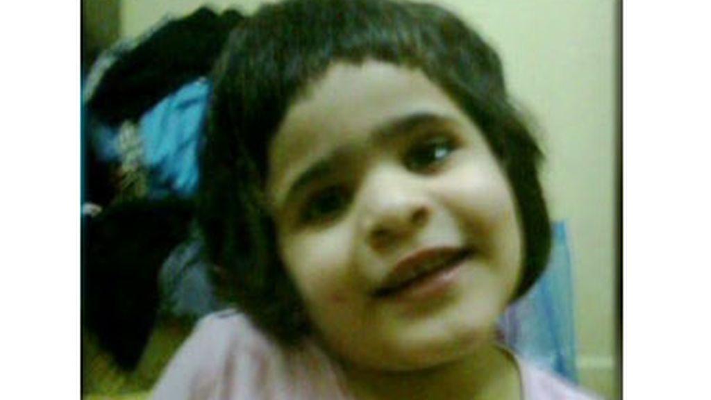 Predicador saudí,condenado,8 años,600 latigazos,mata su hija,niña 5 años