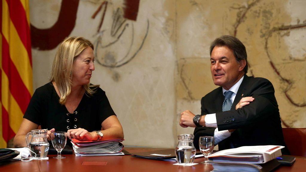 El presidente de la Generalitat, Artur Mas, conversa con la vicepresidenta, Neus Munté