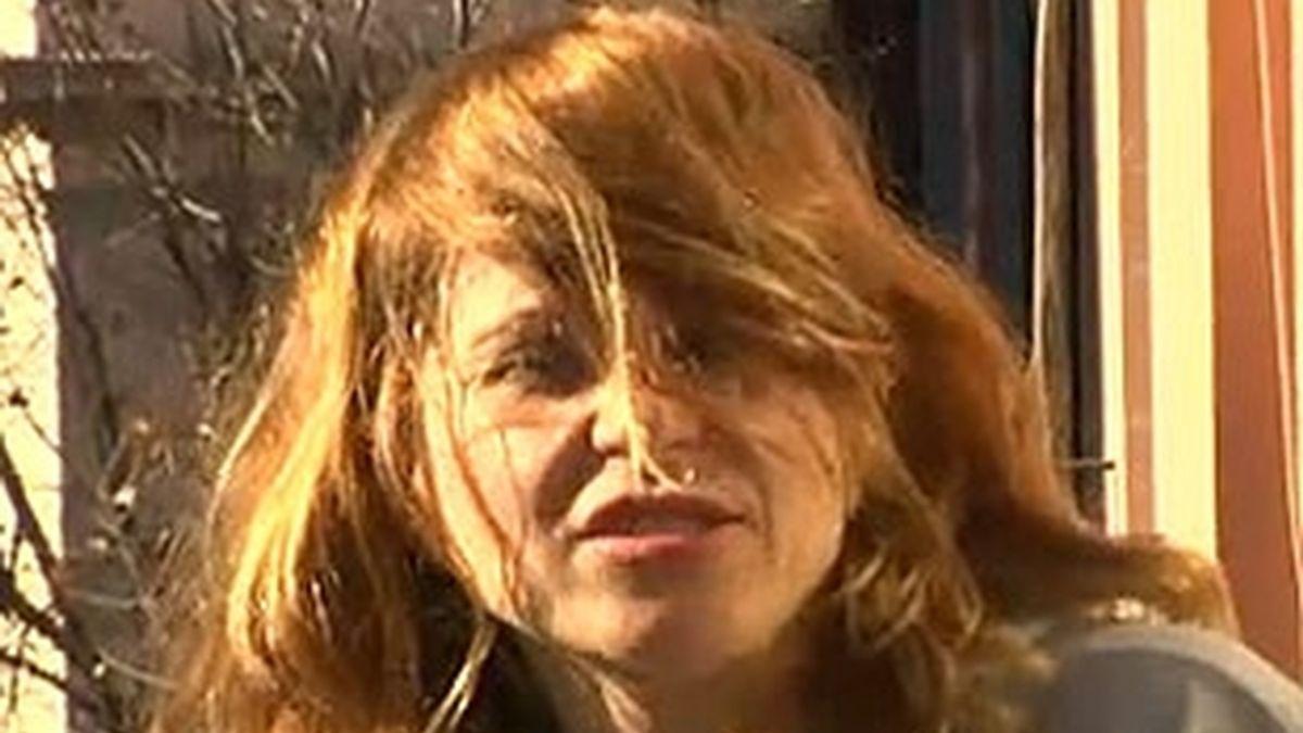 La agresora que mantiene el pánico en una comunidad de vecinos en Barcelona. Vídeo: Informativos Telecinco.