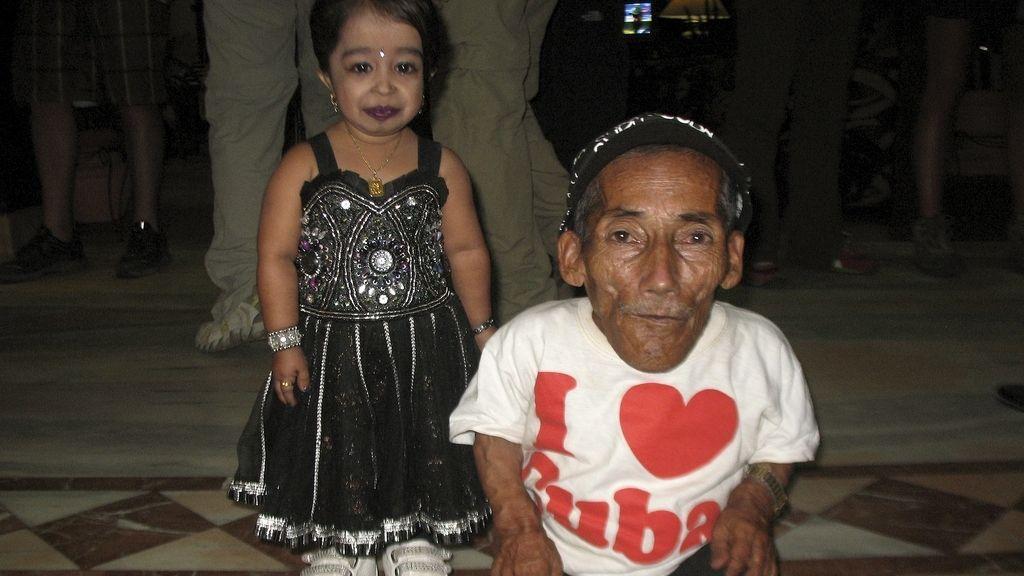 El hombre y la mujer más pequeños del mundo, de cita
