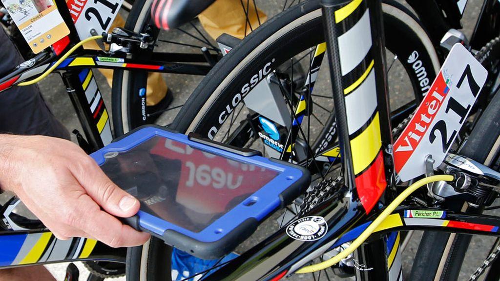 Control de bicis en el Tour de Francia (08/07/2016)