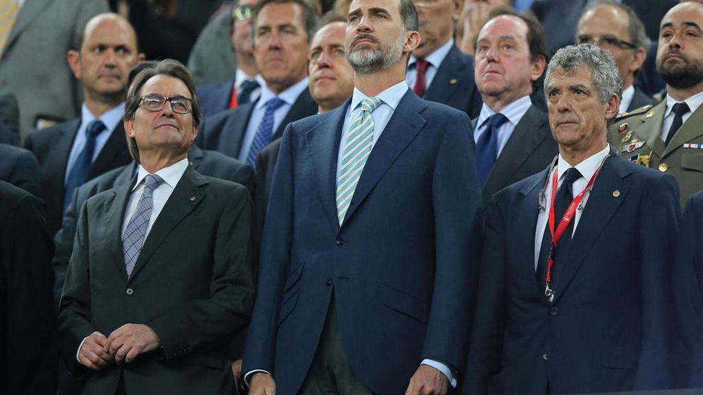 La Fiscalía ve injurias a la Corona en la pitada al himno en el Camp Nou