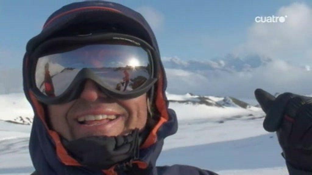 El volcán islandés erupciona a pocos kilómetros de Jesús calleja en plena expedición