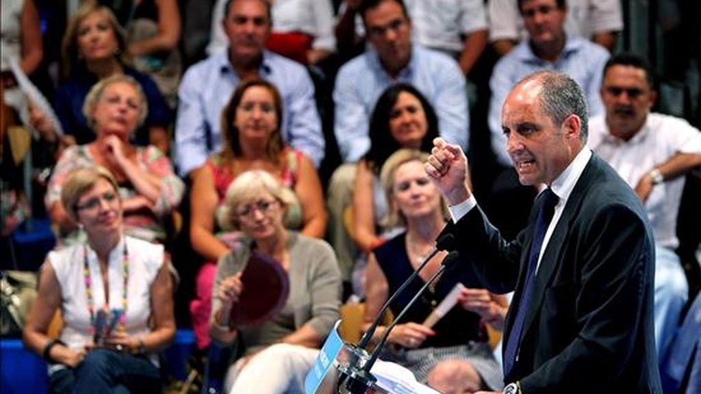 El president de la Generalitat valenciana, Francisco Camps, durante su intervención en el acto que el Partido Popular de la Comunitat Valenciana celebró el pasado viernes en el Palau de la Música para hacer balance de los siete años de Camps al frente del Gobierno autonómico. EFE