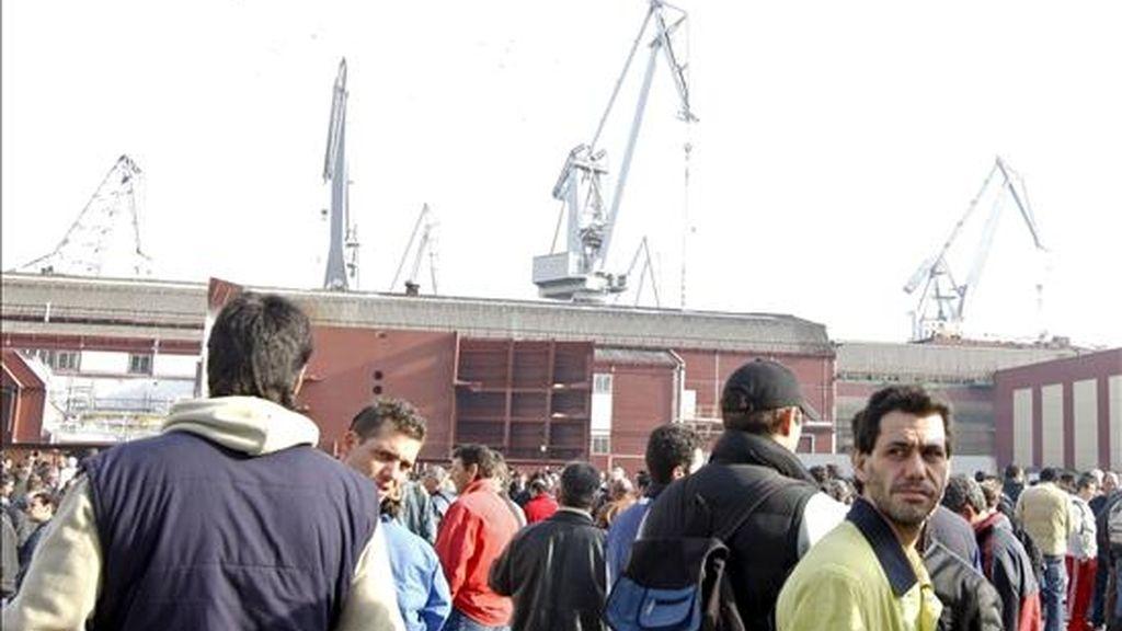 Empleados subcontratados de las industrias auxiliares de La Naval de Sestao (Vizcaya) durante la concentración. Vídeo: Atlas