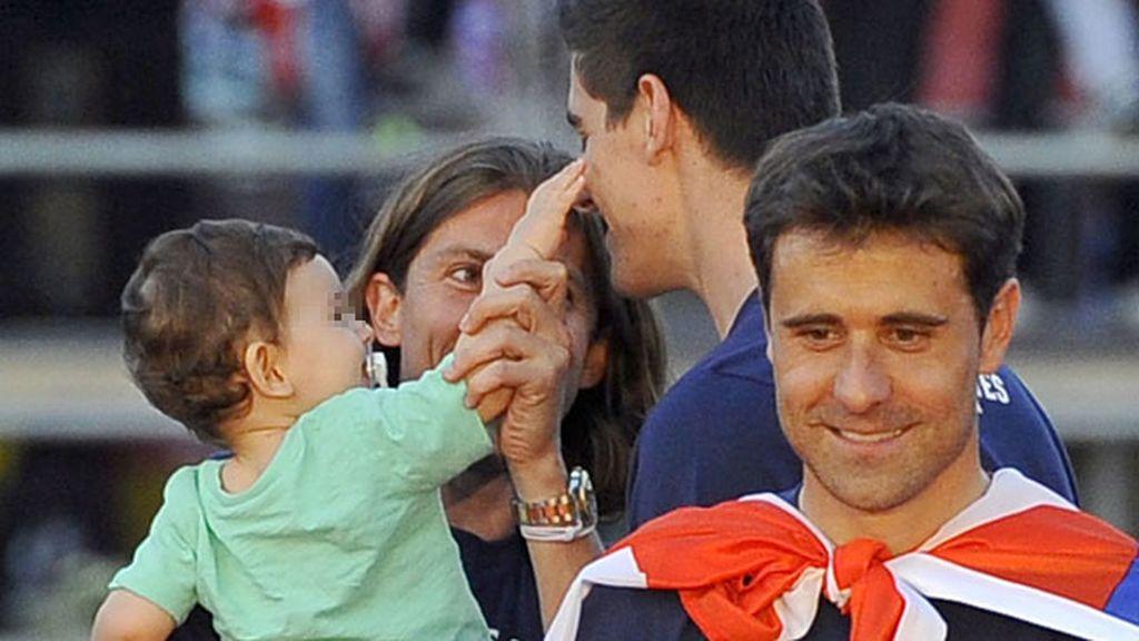 Courtois, el portero del Atleti, también estuvo pendiente de los pequeños