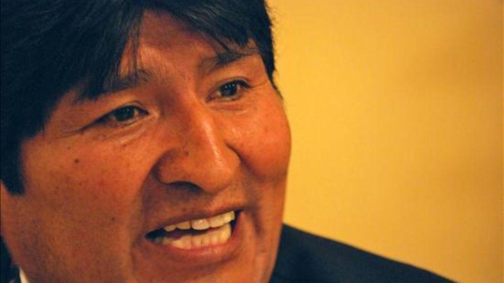 El presidente de Bolivia, Evo Morales, habla ante la prensa en La Paz (Bolivia). EFE