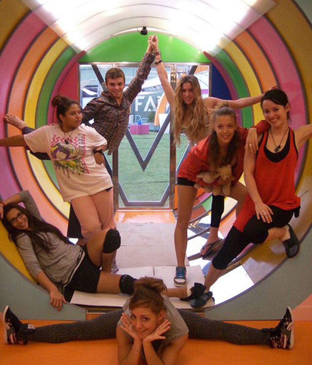Adri, Yäela, Guille, Carla, Fanny, Sabela y Ali en el tubo multicolor