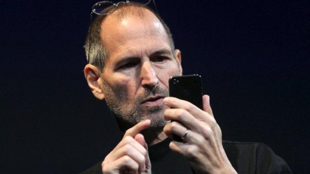 Steve Jobs aspiraba a un móvil libre que no dependiera de las operadoras.