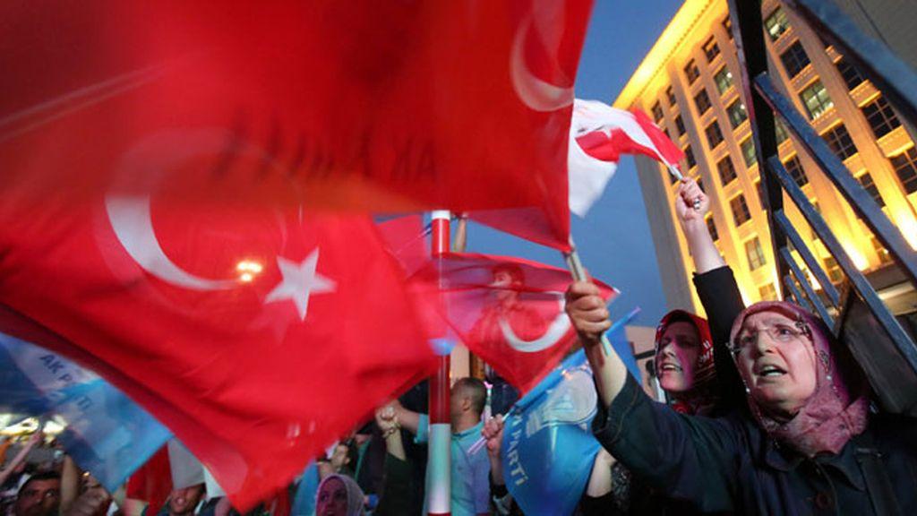 El AKP gana las elecciones en Turquía, pero sin mayoría absoluta