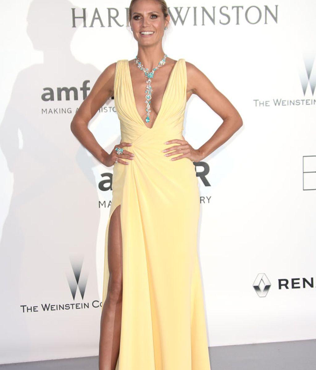 Heidi Klum con un Versace amarillo