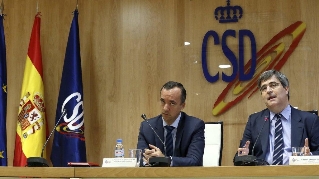 El presidente del Consejo Superior de Deportes, Miguel Cardenal (d), y el secretario de Estado de Seguridad, Francisco Martínez