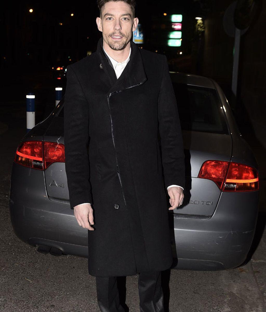 El actor Adrián Lastra también optó por el negro