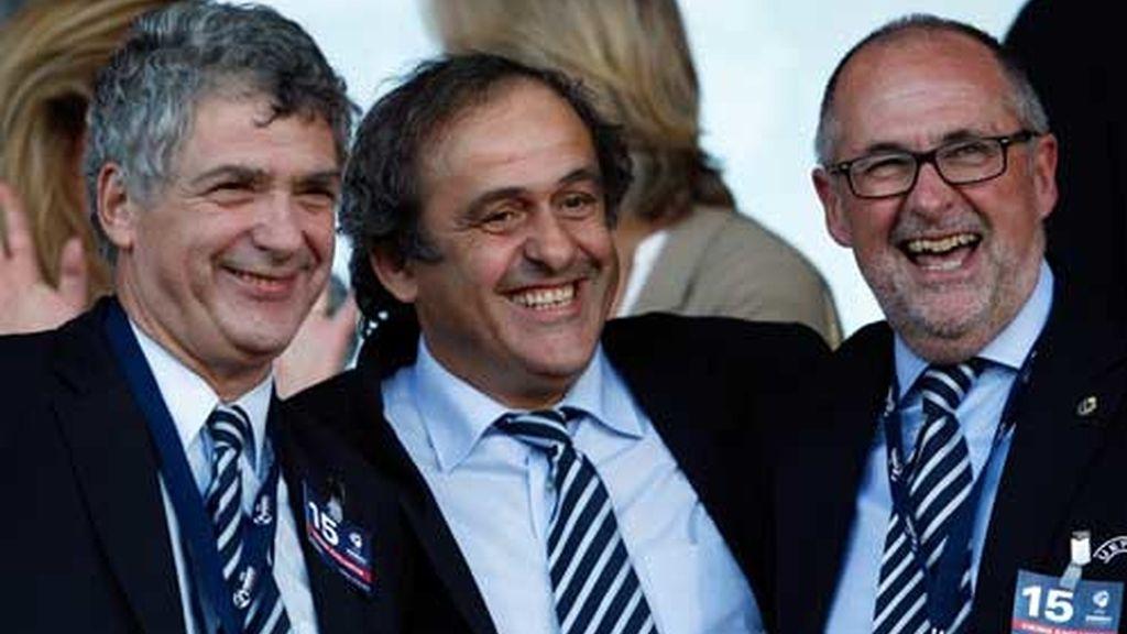 Villar, Platini y Gillieron, en la final del Europeo sub 21