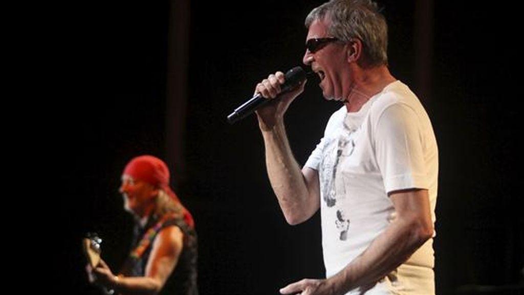 El cantante de la banda de rock Deep Purple, Ian Gillan, durante su actuación esta noche en el XXX Festival de la Guitarra de Córdoba, que se celebra en la capital andaluza. EFE