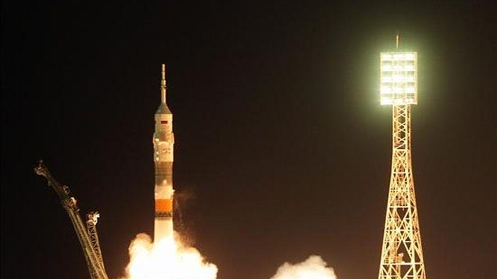 La nave espacial Soyuz TMA-01M despegó a las primeras horas de este viernes 8 de octubre de 2010, desde el cosmódromo de Baikonur (Kazajistán) rumbo a la Estación Espacial Internacional. EFE