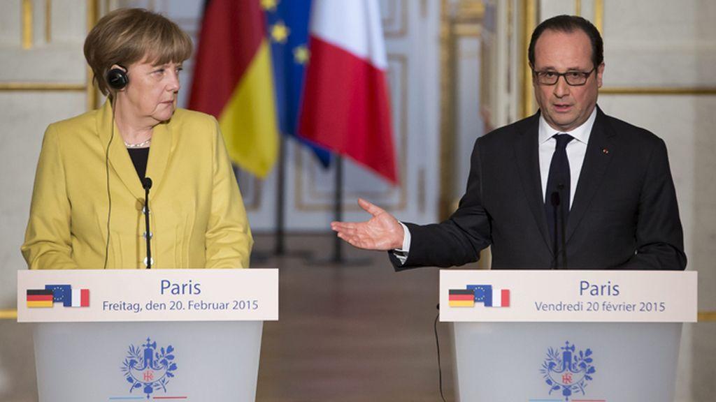 Merkel y Hollande en una rueda de prensa en el Elíseo