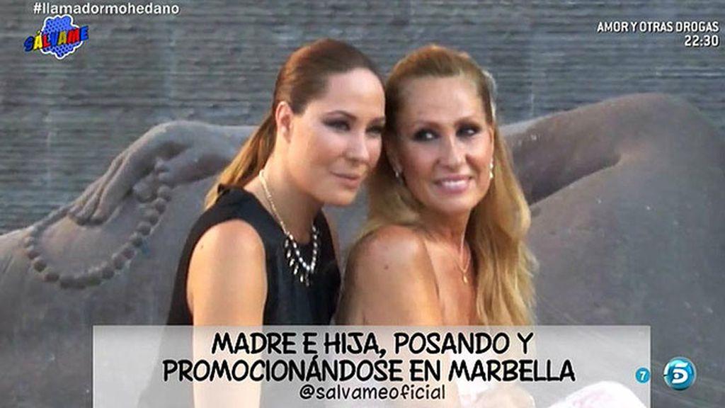 Madre e hija posan en Marbella