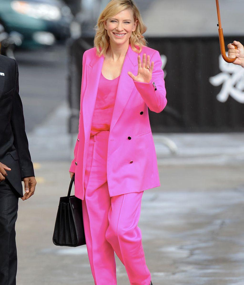 Traje con silueta 'oversize' de Edun en fucsia lució Cate Blanchett