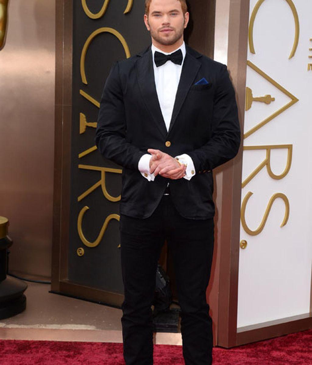 Kellan Lutz en la alfombra roja de los Oscars