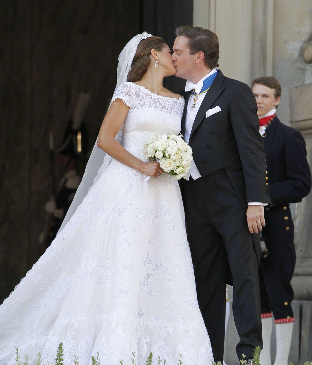 Blanca y radiante va la novia