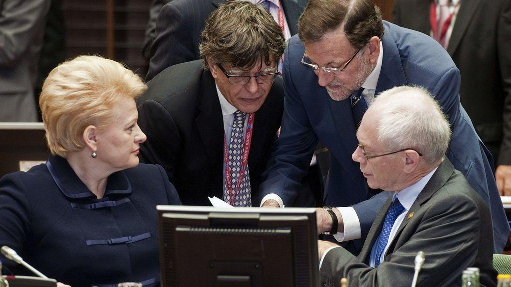 Rajoy conversa con  Herman Van Rompuy y la presidenta de Lituania, Dalia Grybauskaite