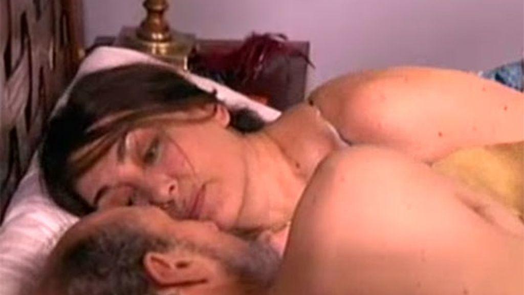 ¡Enrique y Araceli, en la cama!