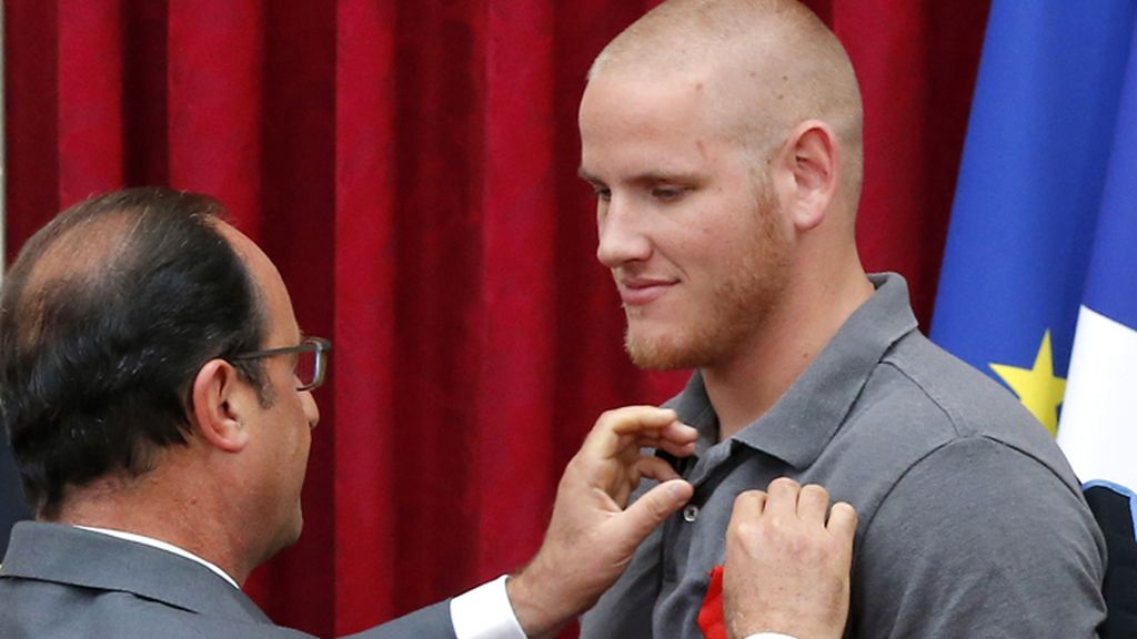 Hollande condecora a Spencer Stone