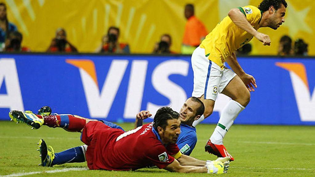 Frad anotó los dos últimos goles de Brasil