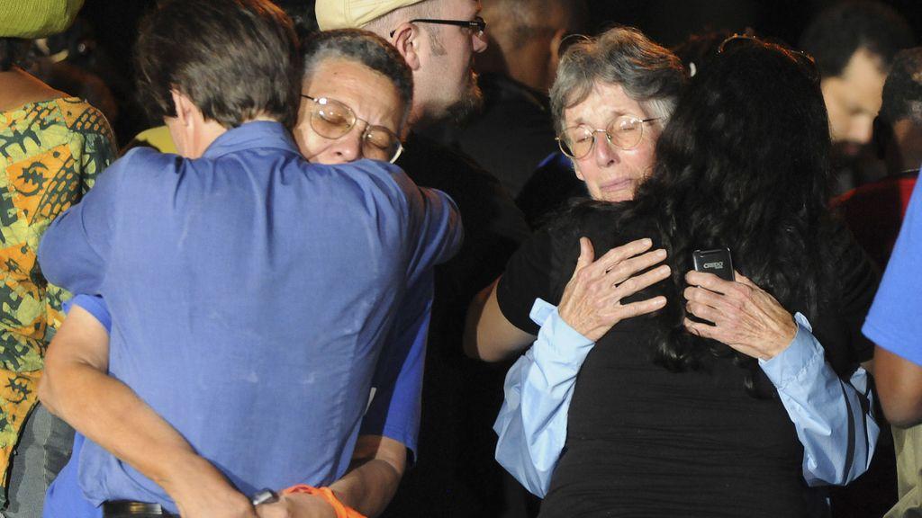 Varios defensores de Troy lloran tras su ejecución