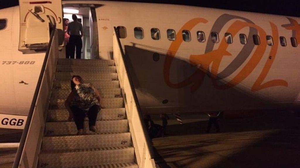 pasajera discapacitada,Paraguay,Foz do Iguaçu,Foz de Iguazu,escalera del avión