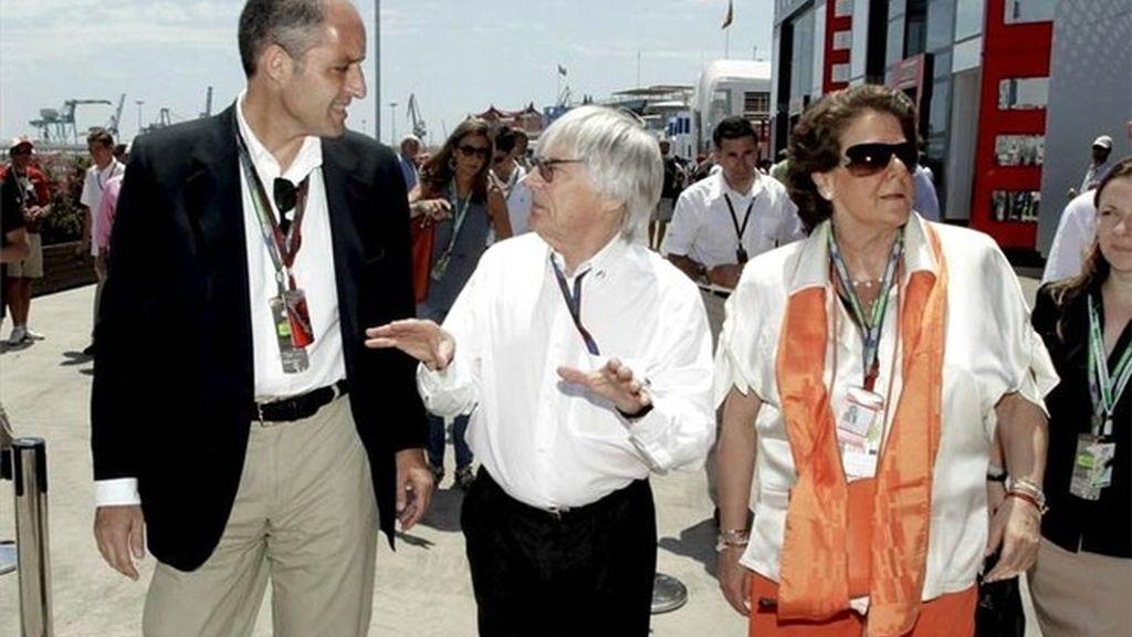 Camps, Ecclestone y Barberá durante el GP de Europa de 2010