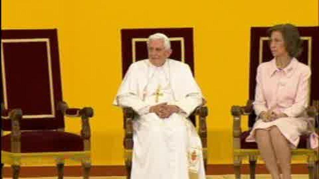La visita del Papa termina con polémica y menos fieles
