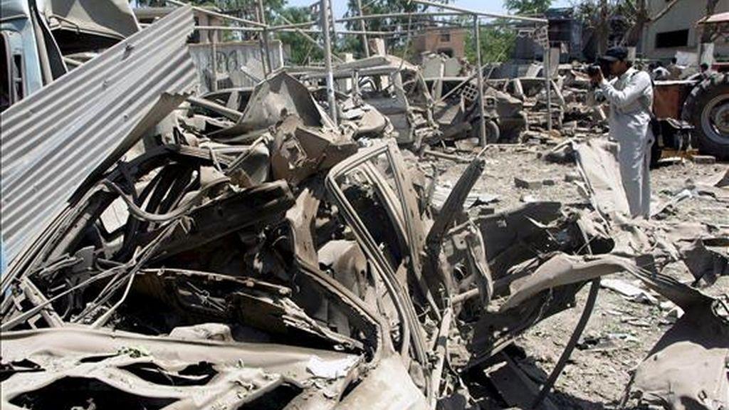 Vista de los daños registrados en el hotel Pearl Continental tras el ataque suicida registrado en la ciudad paquistaní de Peshawar, el 10 de junio. EFE