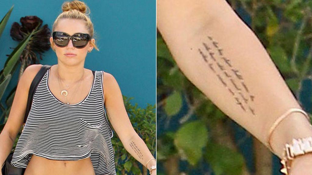 Tatuaje político en el brazo
